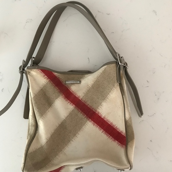 Burberry Handbags - Burberry Tote with detachable pouch